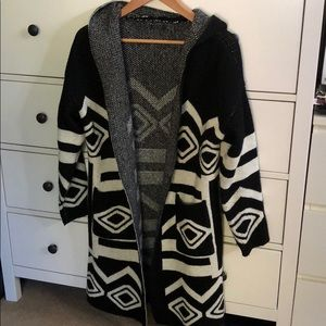 Sweaters - Hooded Black and white geometric knit jacket